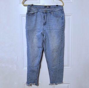 5/$25Boohoo Distressed Hem Light Wash Mom Jeans 10